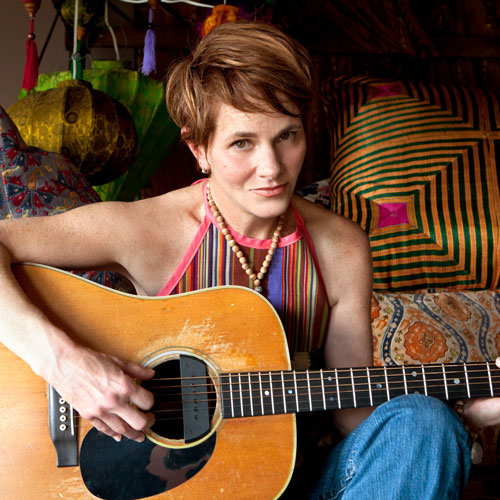 Shawn-Colvin-guitar-color-Photo-by-Michael-Wilson